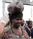 Los intentos para combatir la enfermedad incluyen la revisión de personas que llegan a otros países procedentes de R.D. Congo.