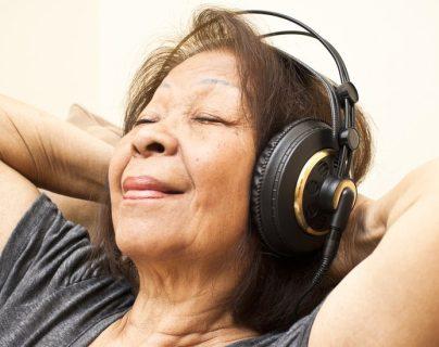 La música enciende la región emocional del cerebro, dicen los expertos.