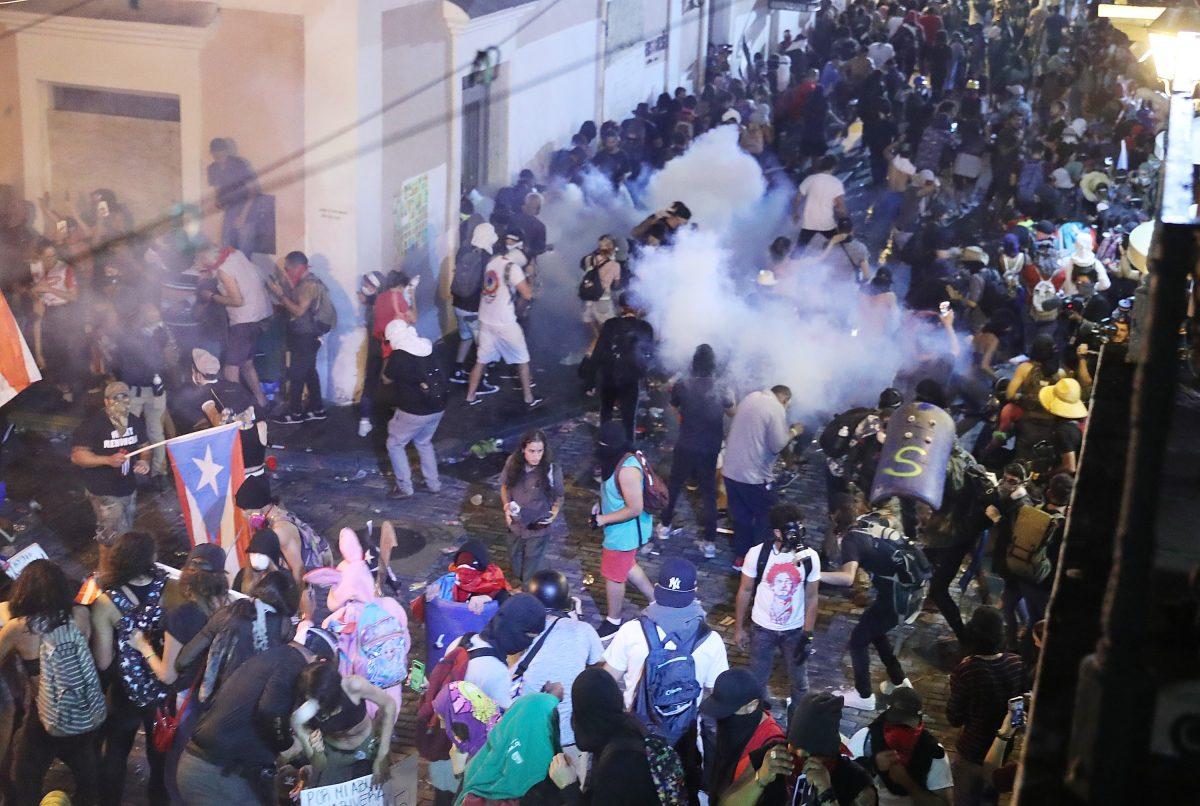 Puerto Rico: Protesta contra gobernador termina con gases lacrimógenos