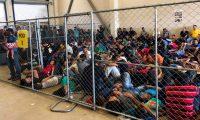 Fotografía  que muestra condiciones de hacinamiento en el puesto de McAllen de la Patrulla Fronteriza de los Estados Unidos, en McAllen, Texas. (Foto Prensa Libre: EFE)