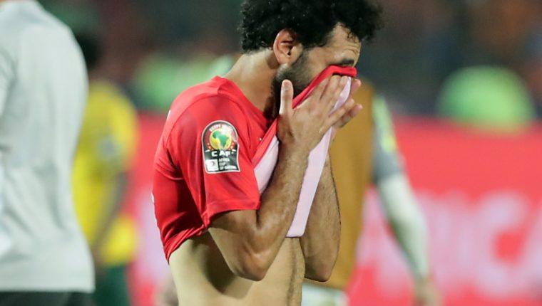 Mohamesd Salah está muy triste porque su equipo no llegó a la final de la Copa de África. (Foto Prensa Libre: EFE)