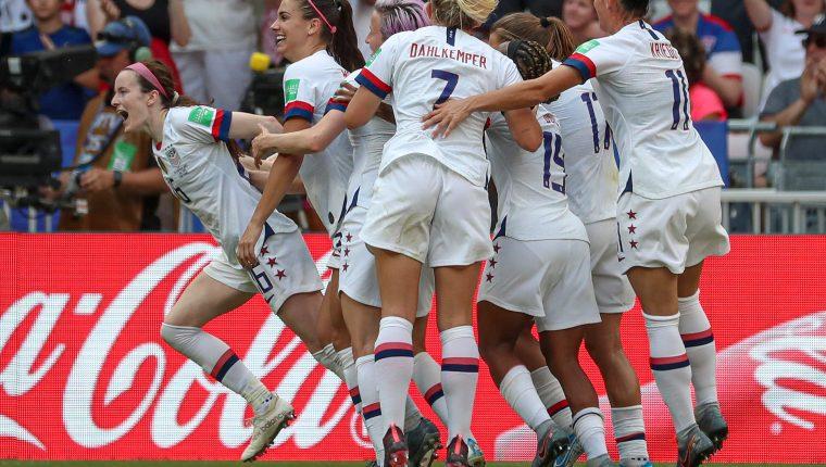 Rose Lavelle encabeza el festejo de Estados Unidos, después de haber marcado el segundo tanto en la final del mundial femenino de futbol contra Holanda (Foto Prensa Libre: EFE)