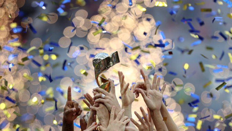 Las jugadoras de la selección estadounidense de futbol celebran la victoria ante Holanda en la final de la Copa Mundial de la FIFA Femenina 2019. (Foto Prensa Libre: EFE)