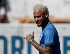 El futbolista brasileño Neymar participa en la final del torneo Red Bull Neymar Jr's Five, este sábado en Praia Grande, São Paulo (Brasil). (Foto Prensa Libre: EFE)
