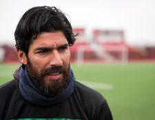 El futbolista uruguayo Sebastián Abreu habla durante una entrevista  en Montevideo. (Foto Prensa Libre: EFE)