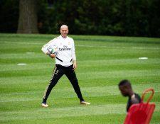 El técnico Zinedine Zidane se reintegró a la pretemporada del Real Madrid. (Foto Prensa Libre: EFE)