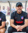 El entrenador del Atlético de Madrid Marcos, Diego Pablo Simeone,d., y el preparador físico del equipo, Óscar Ortega,iz., (Foto Prensa Libre: EFE)