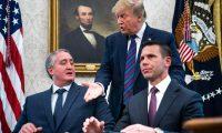 Enrique Degenhart y Kevin McAleenan, titulares de Seguridad Interior de Guatemala y Estados Unidos, firmaron el Acuerdo para Examen de Solicitudes de Protección para salvadoreños y hondureños. (Foto Prensa Libre: )