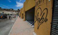 """AME1207. TIJUANA (MÉXICO), 26/07/2019.- Vista general de un antiguo bazar que será habilitado como albergue para recibir hasta 4.000 migrantes, este viernes, en Tijuana (EE.UU.). Un antiguo bazar de la ciudad mexicana de Tijuana, frontera con Estados Unidos, será habilitado como albergue para recibir hasta 4.000 migrantes que puedan llegar a ser detenidos en las anunciadas """"redadas"""" en Estados Unidos, informó este viernes el gobierno mexicano. EFE/ Joebeth Terriquez"""