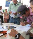 La entrega de cupones de Q200 continúa en varios departamentos. (Foto Prensa Libre: Cortesía Maga)