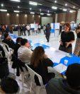 Los abogados emiten el voto para elegir a sus representantes ante las Comisiones de Postulación. (Foto Prensa Libre: Carlos Hernández Ovalle)