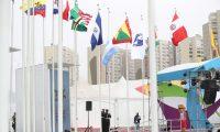 La bandera de Guatemala se luce en la Villa Olímpica. (Foto Prensa Libre: Carlos Vicente)