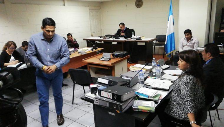 Jabes Meda durante la audiencia en el Tribunal Séptimo Unipersonal Penal. (Foto Prensa Libre: Keneth Monzón).