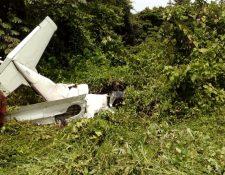 Avioneta que se accidentó en Coatepeque. (Foto Prensa Libre: Cortesía Cruz Roja Guatemalteca).