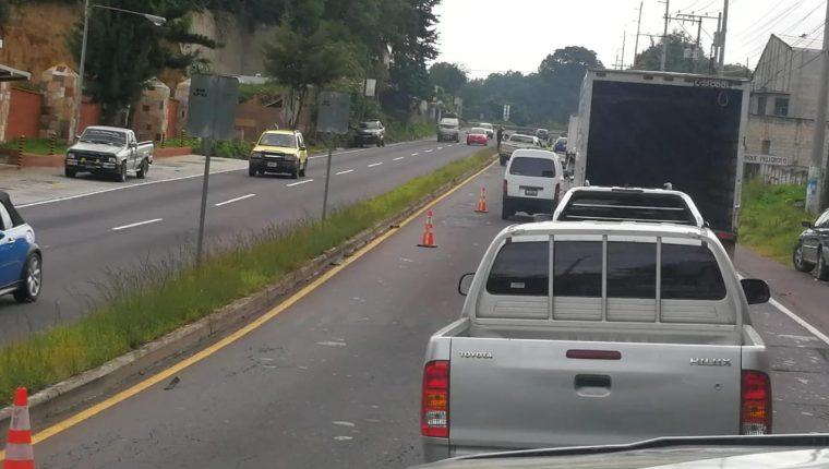 Lugar donde se registró el accidente de tránsito en el km 35 de la ruta Interamericana. (Foto Prensa Libre: Fernando Magzul).