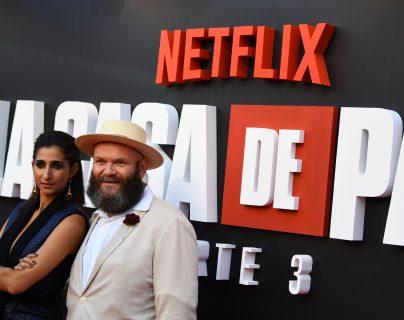 La española Alba Flores y el actor serbio Darko Peric, en la presentación de la tercera temporada de La casa de papel. Foto Prensa Libre: AFP