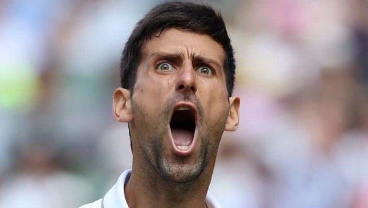 El tenista serbio Novak Djokovic celebra el pase a la final de Wimbledon. (Foto Prensa Libre: AFP)