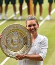 Simona Halep celebró a lo grande el triunfo frente a Serena Williams. (Foto Prensa Libre: AFP)