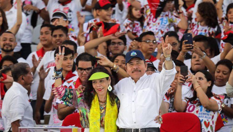 El presidente de Nicaragua, Daniel Ortega, y su esposa, la vicepresidenta Rosario Murillo. (Foto Prensa Libre: AFP)