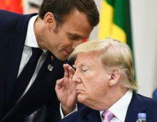 El presidente francés, Emmanuel Macron, habla con el presidente de los Estados Unidos, Donald Trump. (Foto Prensa Libre: AFP)