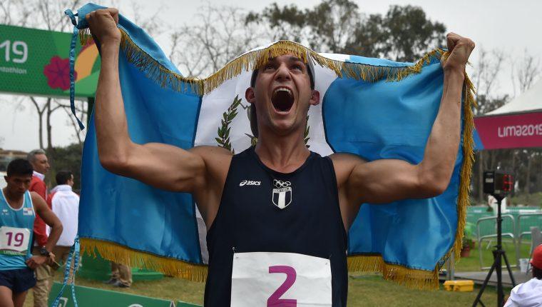 Charles Fernández festeja el oro en los Panamericanos de Lima 2019. (Foto Prensa Libre: AFP)