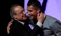Portugal and Juventus forward Cristiano Ronaldo is congratulated by his former club Real Madrid's president Florentino Perez (L) after receiving the MARCA Leyenda (MARCA Legend) award in Madrid on July 29, 2019. - The award is attributed to sport professionals by the Spanish sports newspaper MARCA. (Photo by JAVIER SORIANO / AFP)