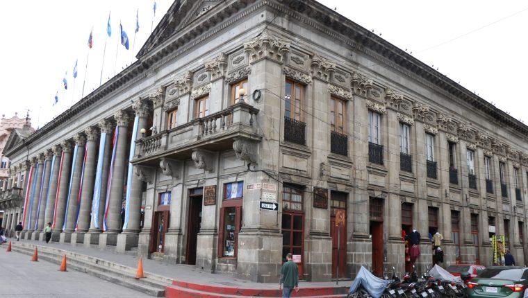 El incremento sería para 1 mil 200 trabajadores municipales. (Foto Prensa Libre: María Longo)