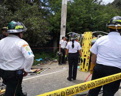 Cuerpos de socorro trabajaron con equipo especial por varias horas. (Foto Prensa Libre: Cortesía)