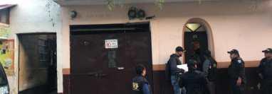 Personal del Ministerio Público y la Policía Nacional Civil coordinan allanamientos en al menos cuatro departamentos del país. (Foto Prensa Libre: MP)