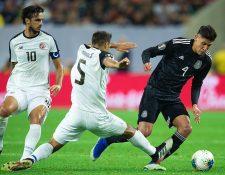 El mexicano Álvarez (de negro) sera parte del Ajax jolandés. (Foto Prensa Libre: Redes)