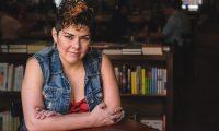 """""""Pelea de gallos"""" es una compilación de cuentos que busca derribar los muros de los hogares y mostrar sus imperfecciones (Foto Prensa Libre: José A. Ochoa)."""