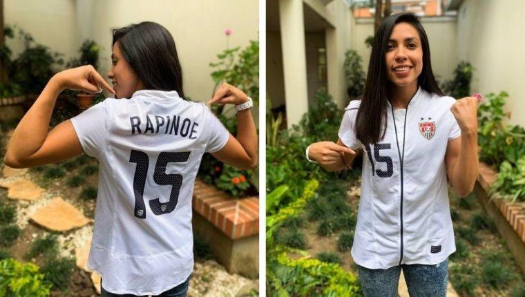 Ana Lucía Martínez luce la camisola que le obsequió Megan Rapinoe cuando se enfrentaron en 2012 en Canadá. (Foto Prensa Libre: Cortesía)