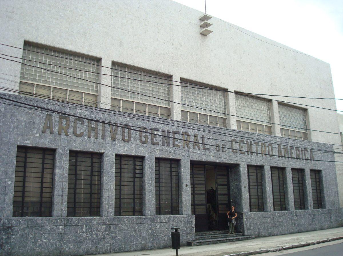 Tras su destitución, exjefa del Archivo General de Centroamérica teme por futuro de acervo policial