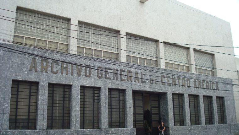 La directora del Archivo de Centroamérica fue destituida. (Foto Prensa Libre)