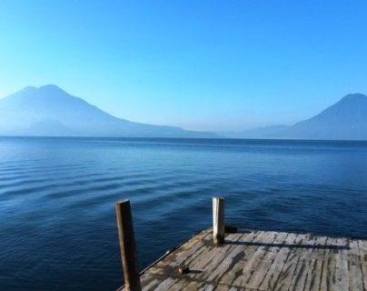 El Lago de Atitlán es uno de los destinos turísticos que más visitan los salvadoreños durante agosto. (Foto, Prensa Libre: Hemeroteca PL).