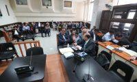 Siete implicados en el caso de Financiaminto electoral no registrado de la UNE brindan declaración en el juzgado. (Foto Prensa Libre: Kenet Monzón)