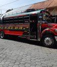 Unidad de los Transportes Esmeralda que fue objeto de asalto. (Foto Prensa Libre: Enrique Paredes).