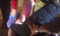Imagen muestra momento del abuso policial contra Tony Timpa, en Dallas. (Foto Prensa Libre: Tomada del video de DallasNews).