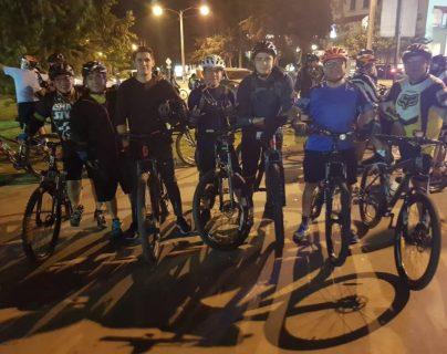 Ciclistas de todas las edades pueden participar en el segundo colazo nocturno en beneficio de los Bomberos Voluntarios. (Foto Prensa Libre: Cortesía)