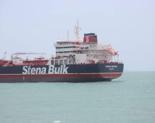 Bandar Abbas (Iran (islamic Republic Of)), 20/07/2019.- A handout picture released by Tasnim News Agency shows British flagged oil tanker Stena Impero in Bandar Abbas Anchorage in southern Iran, 20 July 2019. Iranian Revolutionary Guard Corps (IRGC) claims to have seized the Stena Impero at the Strait of Hormuz with 23 crew on board. Stena Bulk has issued a statement that the vessel had been 'approached by unidentified small crafts and a helicopter during transit of the Strait of Hormuz'. (Reino Unido) EFE/EPA/Tasnim News Agency HANDOUT HANDOUT EDITORIAL USE ONLY/NO SALES