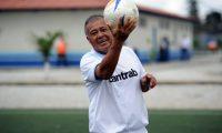 El Conejo Sánchez conquistó con la elástica de Comunicaciones a los aficionados guatemaltecos (Foto Prensa Libre: Fernando López)