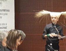 El vocalista de Café Tacvba, Rubén Albarrán, se dirige a senadores mexicanos. (Foto Prensa Libre:  Foto destacada: @GritaRadioMusic).