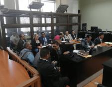 Los procesados escucharon la resolución de la jueza Claudette Domínguez. (Foto Prensa Libre: Kenneth Monzón).