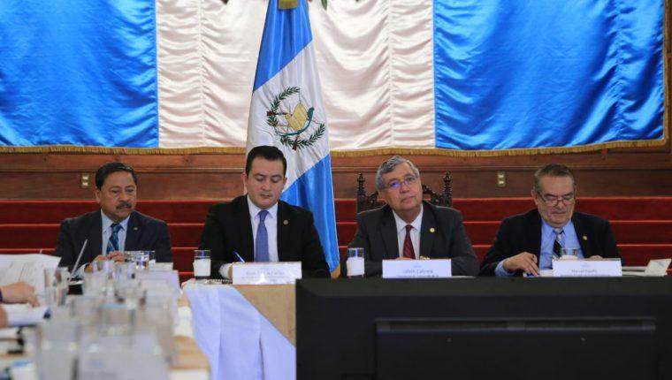 El vicepresident Jafeth Cabrera presidió la reunión extraordinaria del Conasán. (Foto Prensa Libre: Vicepresidencia)