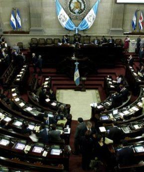 TSE adjudica escaños del Congreso y la UNE obtiene la mayoría
