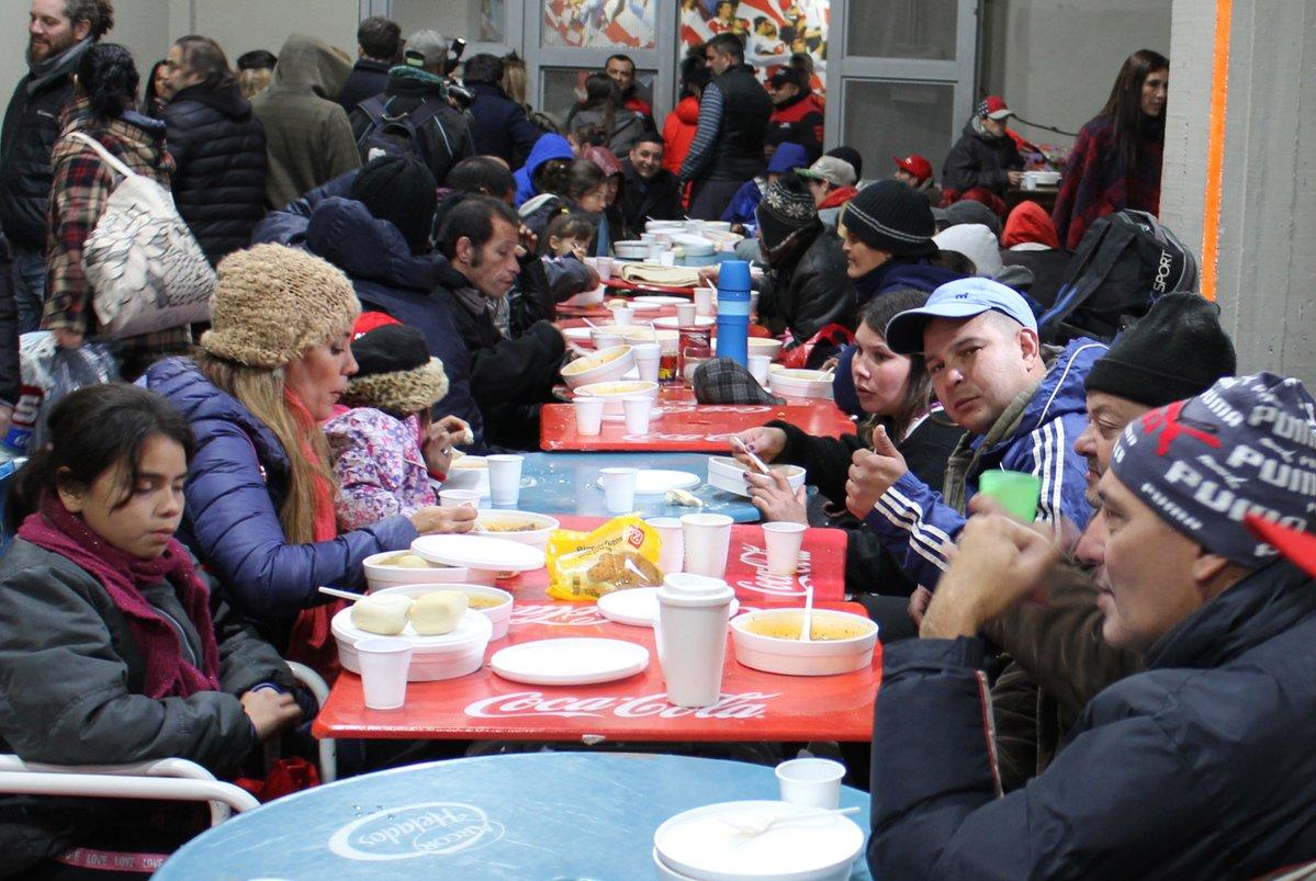 River Plate abre las puertas del estadio Monumental a personas sin hogar para que se resguarden del frío