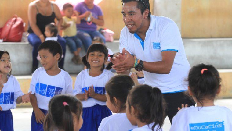 Óscar Chuc es un destacado docente de física en Quetzaltenango quien también entrena a atletas de alto rendimiento. (Foto Prensa Libre: Cortesía Digef)