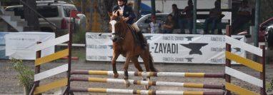 Silvia Berrios ha participado en sus primeras competencias de equitación en ciudad de Guatemala. (Foto Prensa Libre: Cortesía)