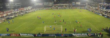 El estadio Mario Camposeco recibirá de nuevo el futbol en el partido de presentación del equipo chivo ante Jicaral de Costa Rica. (Foto Prensa Libre: Raúl Juárez)