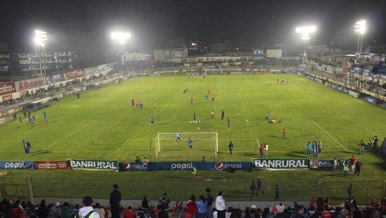 El estadio Mario Camposeco albergará el partido entre Xelajú MC e Iztapa del próximo viernes. (Foto Prensa Libre: Hemeroteca PL)